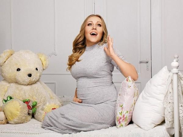 Певица Alyosha таки призналась, что беременна
