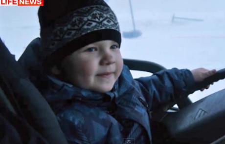 6-летний российский малыш мастерски водит грузовик