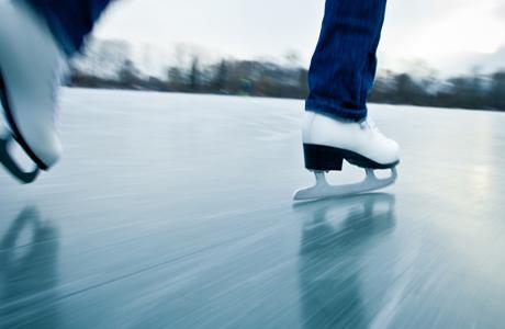 Если лезвия коньков хорошо заточены – то они легко врезаются в лед