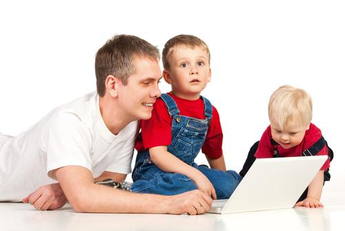 С особым вниманием отнесись к тому, как ребенок ведет себя за компьютером