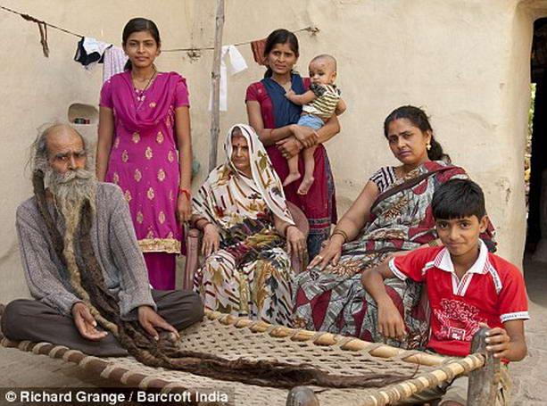 Индиец не моется почти 40 лет. И все ради рождения наследника
