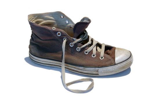 Отнеси кеды в обувную мастерскую и реанимируй их