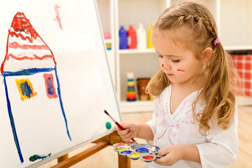 Предложи ребенку нарисовать иллюстрации к его любимым сказкам