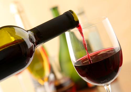 Красное вино придает коже гладкость
