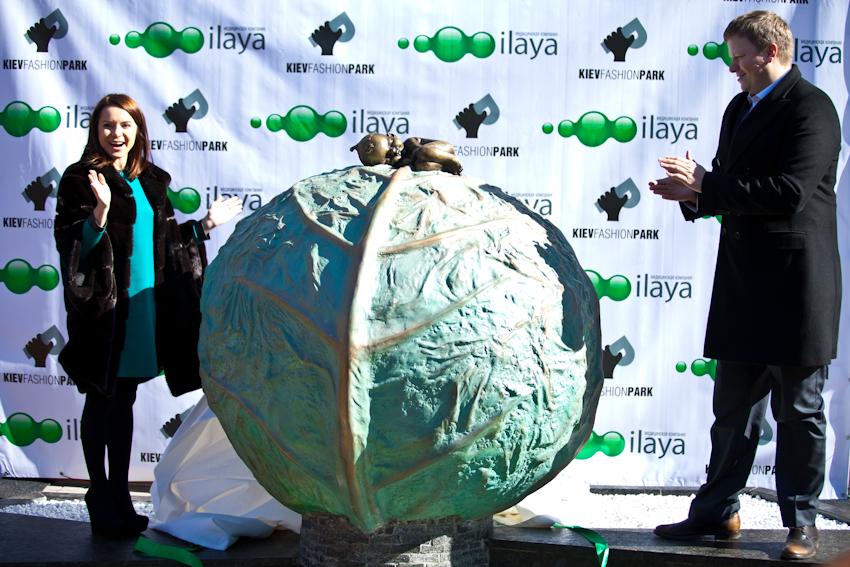 В Киеве открыли скульптуру «У вас будет ребенок»