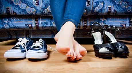 Испытанием становится даже попытка просто одеть обувь