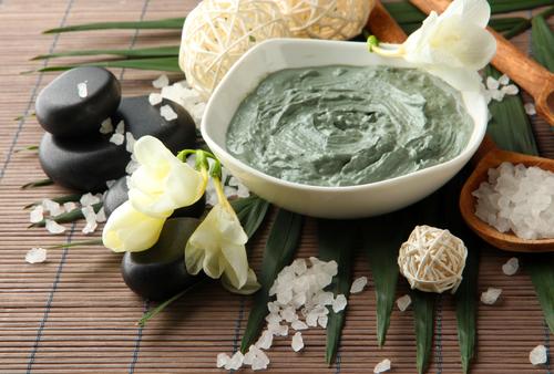 Зеленая глина полезна при жирной коже