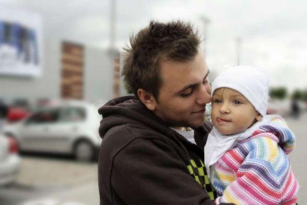 Как приучить папу гулять с малышом