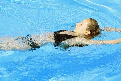 Чем полезны занятия плаванием?