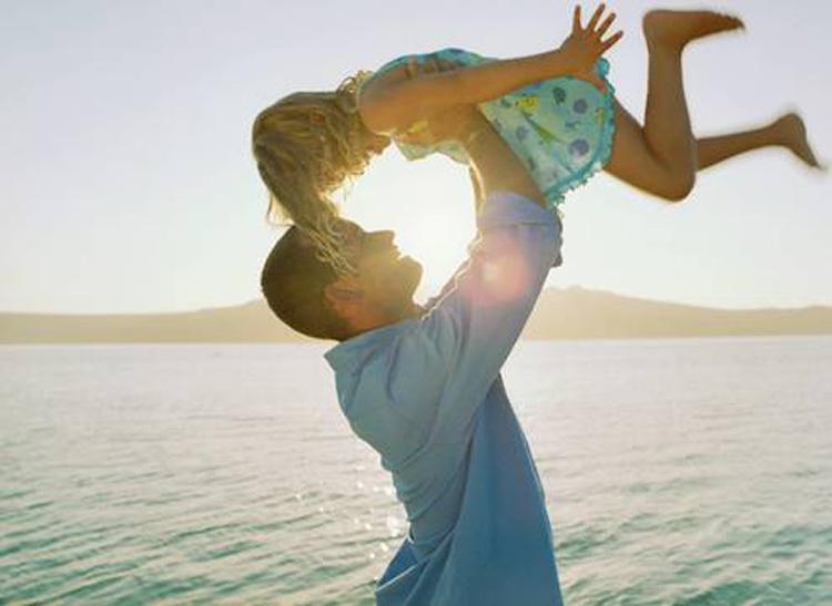 Дочка для папы – это всегда его маленькая принцесса