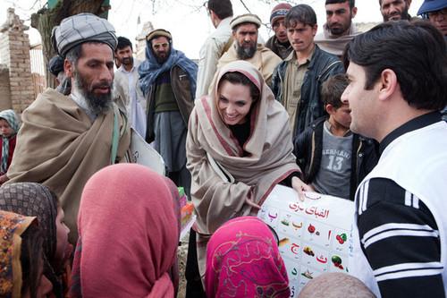 Анджелина Джоли планирует открыть девичью школу в Афганистане