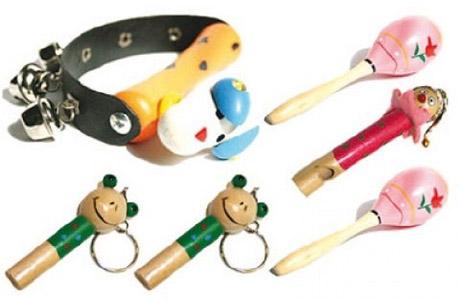 Первые музыкальные инструменты для ребенка должны быть с колокольчиками, пищалками и трещалками