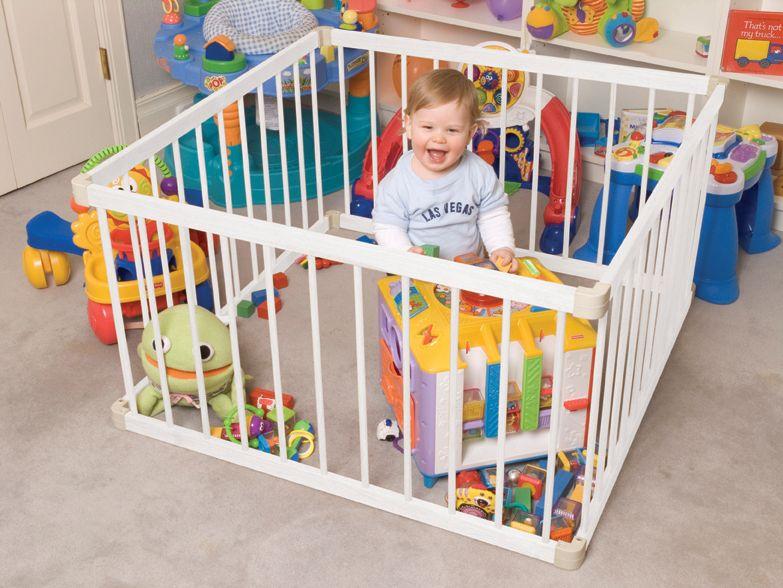 Главное, чтобы манеж обеспечивал безопасность пребывания в нем малыша!