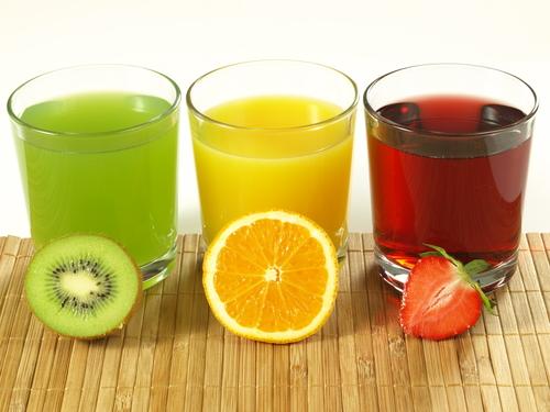 Пей свежевыжатые соки