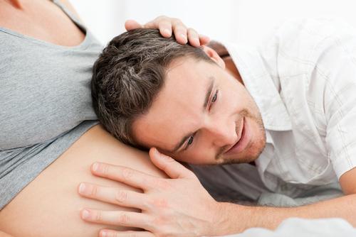 На протяжении всей беременности старайся быть рядом с женой