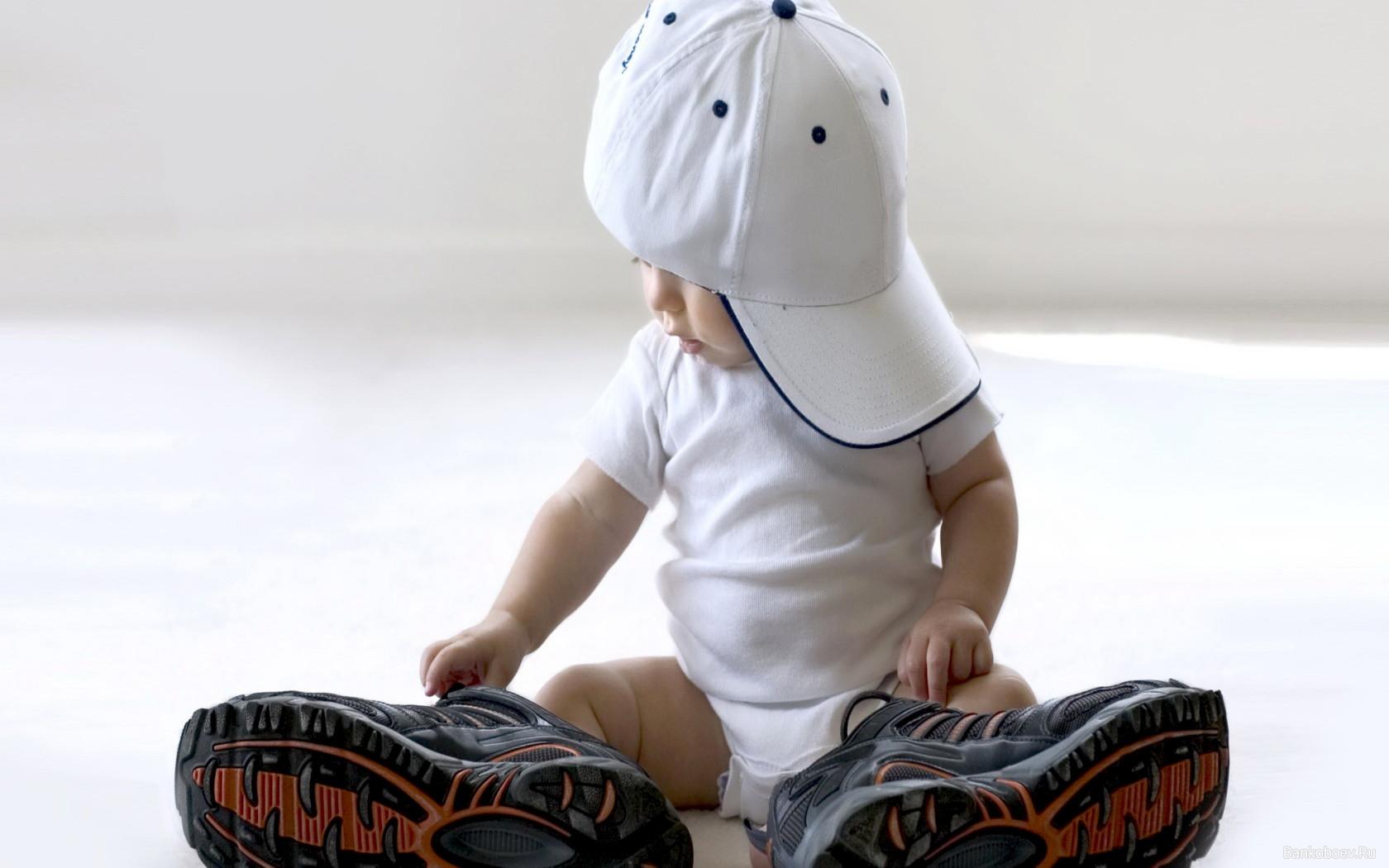Как научить малыша самостоятельно одеваться