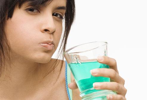 Вероятность преждевременных родов снижает … полоскание рта!