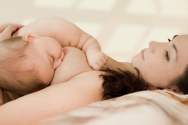 Как отучить ребенка кусать грудь