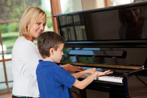 Отдавать ли ребенка в музыкальную школу?