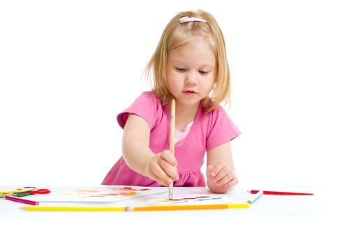 Как развить фантазию ребенка и научить его рисовать?