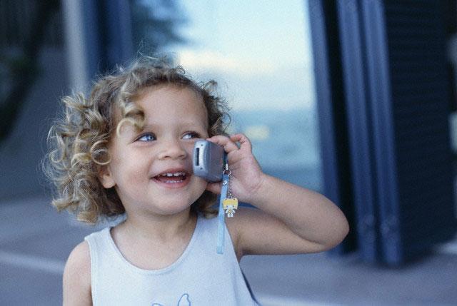 Дети говорят: Зачем взрослым мобильный телефон?
