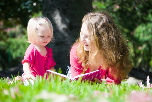 Как читать книги с маленьким ребенком