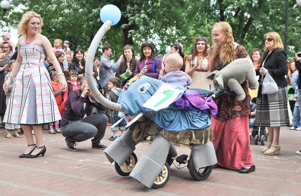 Приглашаем всех креативных малышей и мам на «Парад колясок»!