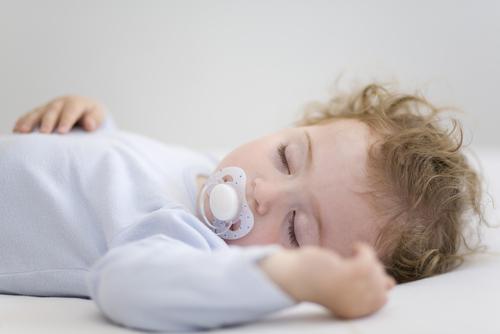 Как наладить дневной сон малыша