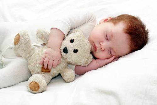 Дневной сон очень необходим малышу как минимум до возраста 3-4 лет