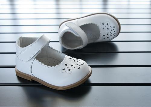 Обувь на липучке - хороший вариант для деток