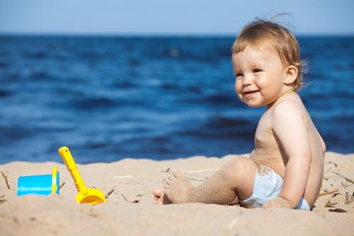 Как облегчить первый поход малыша на пляж