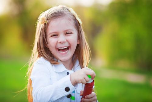 Ребенок смеется картинка