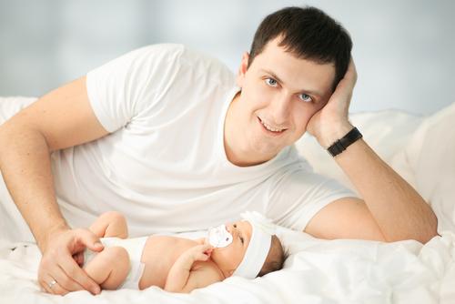 Краткий курс молодого отца: как ухаживать за новорожденным?