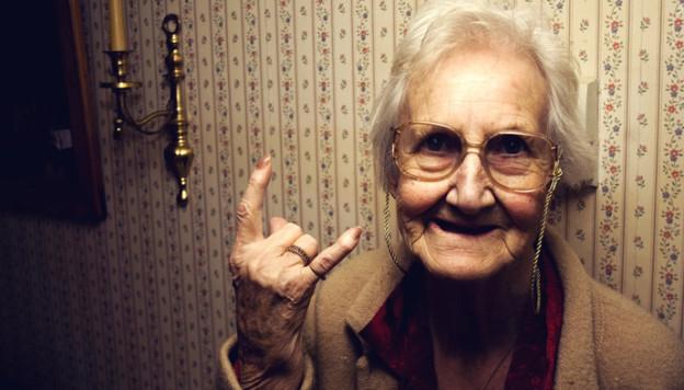 Внучка выставила на аукцион … свою бабушку!