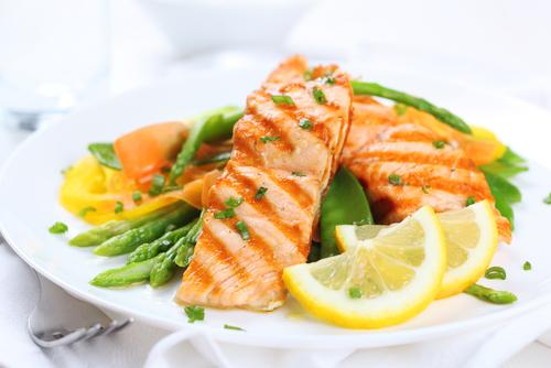 Ученые рекомендуют съедать в неделю одну-две порции жирной рыбы