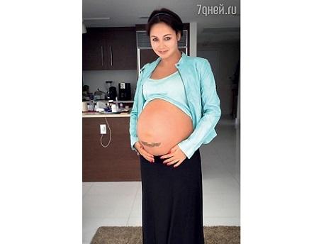 Ляйсан Утяшева впервые показала свой беременный животик