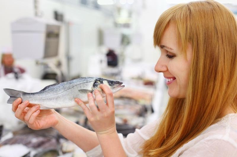 Сидя на рыбной диете, женщина родит умного ребенка!