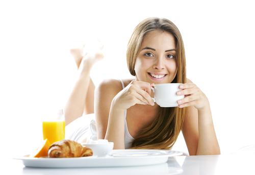 Ежедневный завтрак предотвратит менструальную мигрень
