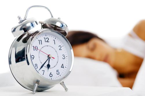 Мешает будильник спать? Значит, ложись пораньше!