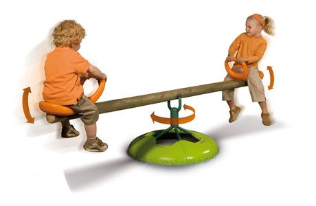 Качели развивают равновесие и координацию!