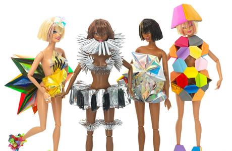 Барби теперь одевают британские дизайнеры!