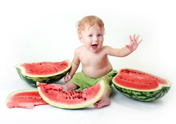 Малышам до двух лет арбуз давать нельзя