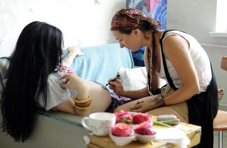 В Черкассах практикуют необычную арт-терапию для беременных