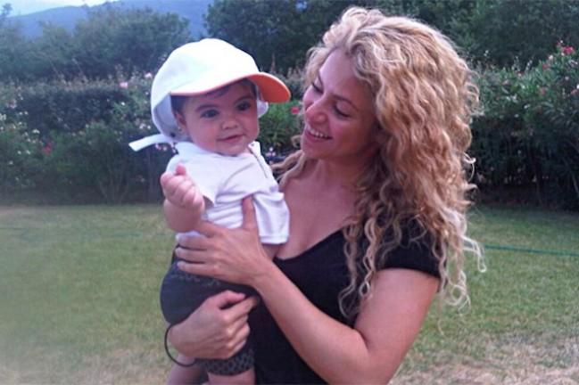 Шакира увезла сына к бабушке