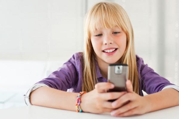 Британских детей «балуют» мобилками уже с 5 лет
