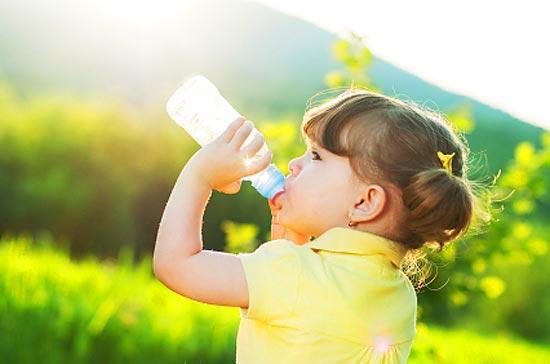 Не давайте детям воду из-под крана: в нашей стране она смертельно опасна