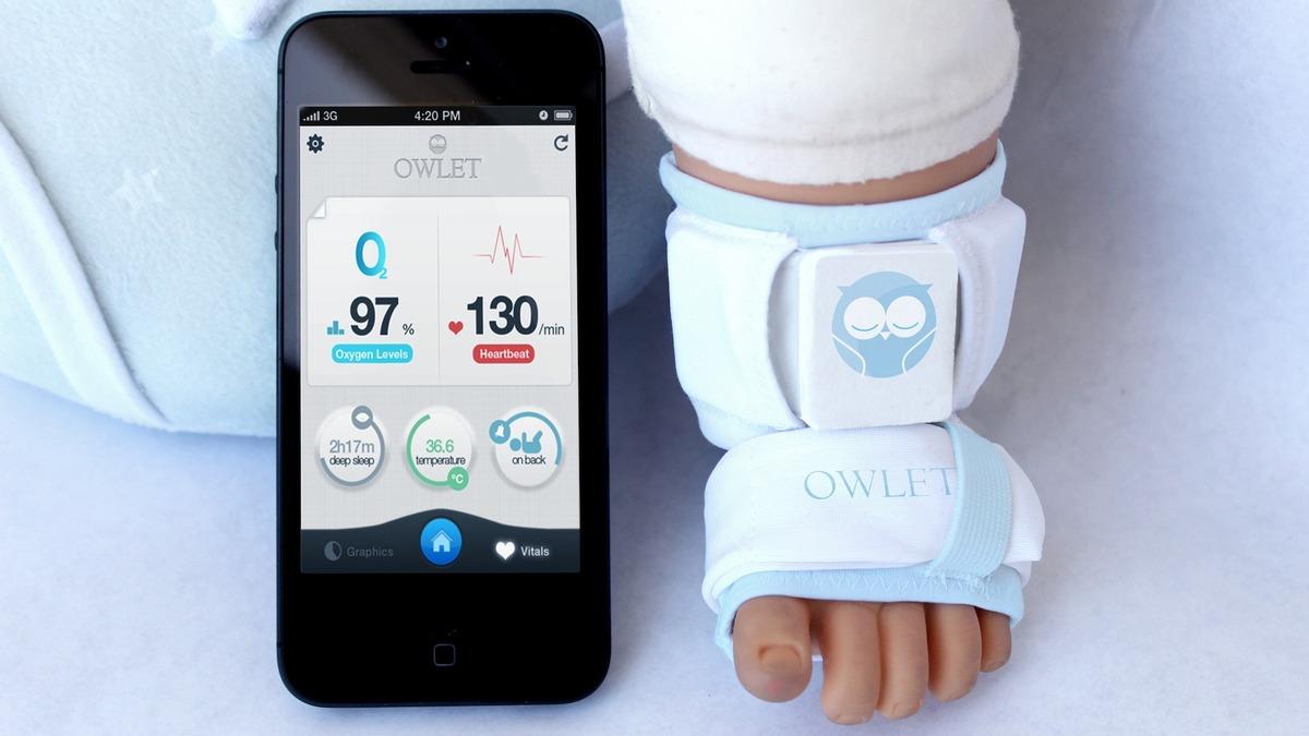 Технологии на службе у материнства: ученые разработали умный носок для младенца