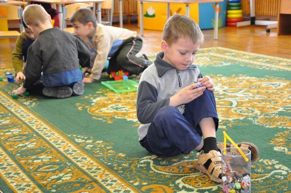 Около 20 тысяч детей в Украине находятся в школах-интернатах безосновательно