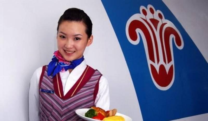 Девочка так сильно хочет быть стюардессой, что поселилась в аэропорту