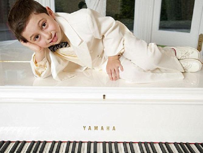 9-летний пианист получил университетский диплом